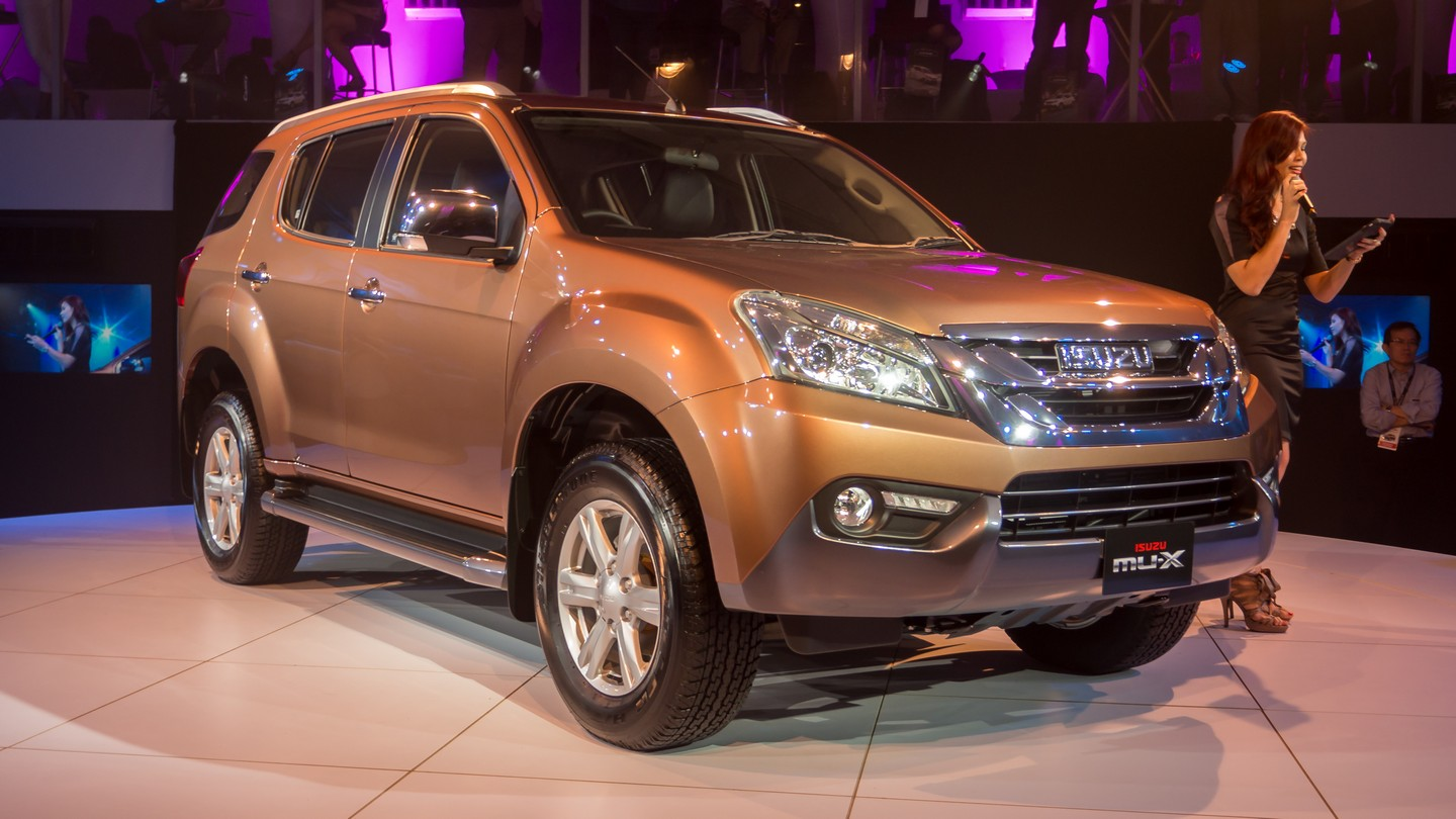 isuzu mu x launched in malaysia 7 seater suv is priced from rm152k to rm165k. Black Bedroom Furniture Sets. Home Design Ideas