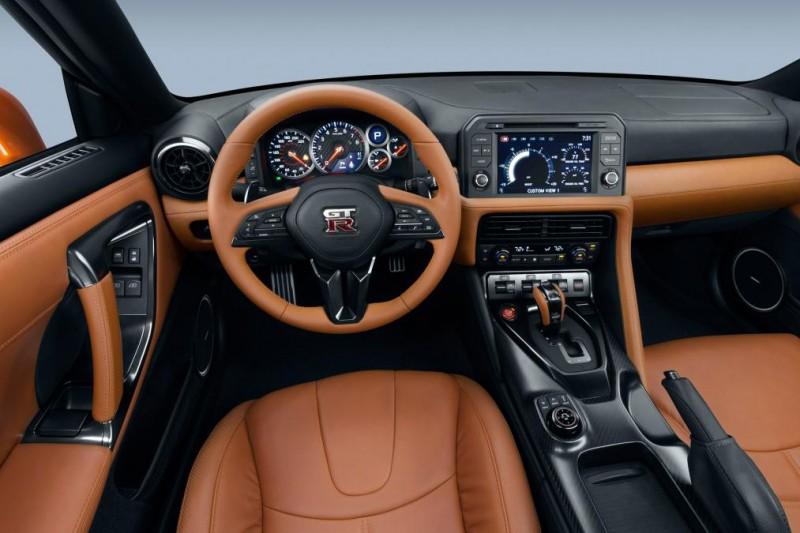 2016-Nissan-GTR-3