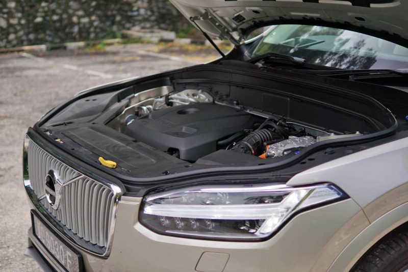2016 Volvo XC90 T8 Review in Malaysia - AutoBuzz.my