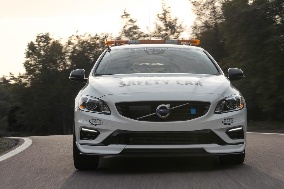 FIA WTCC safety car gets updated, Volvo V60 Polestar with 362 hp & a roll cage! - AutoBuzz.my