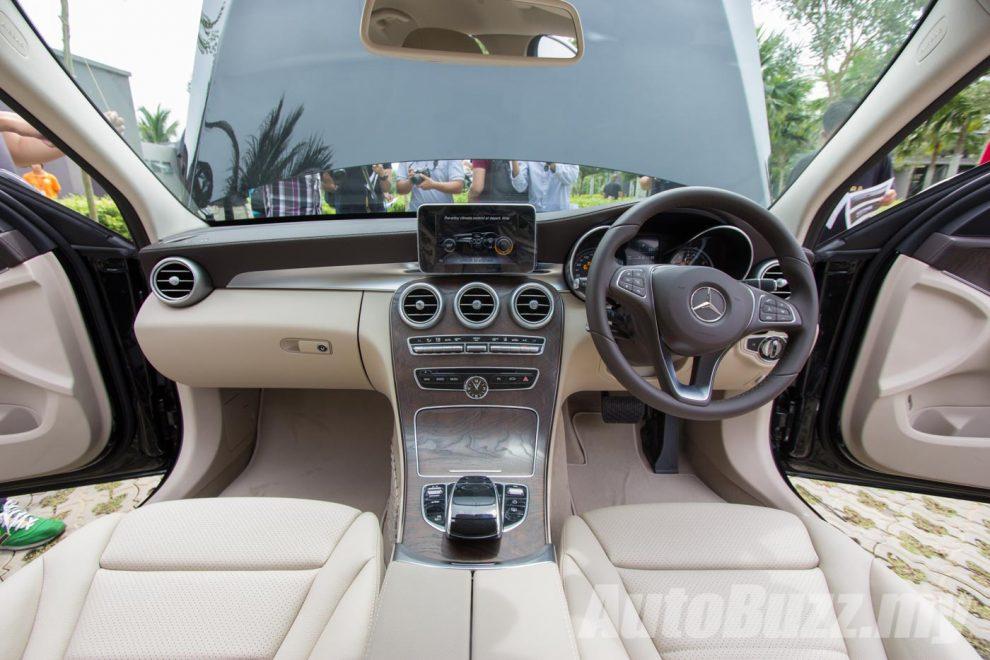 2016-Mercedes-C350e-preview-18-990x660